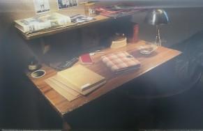 работната маса на Ана